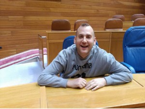 Víctor en la visita que realizó al Parlamento de Galicia, una de sus salidas de ocio preferidas.